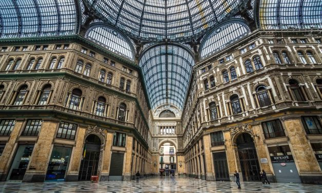 Il racconto su Napoli che non rende giustizia alla città (e di cui non se ne può più)